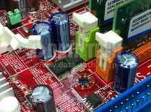 青色の電解コンデンサーが交換後